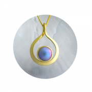 18ct gold twist pendant with Brereton Blue Pearl.